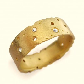 Diamond And 18ct Yellow Gold Ring