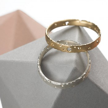 Precious 18ct Gold Ring Set With Diamonds